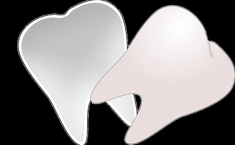 Ładne zdrowe zęby także efektowny cudny uśmieszek to powód do zadowolenia.